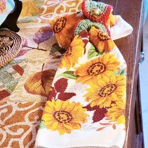 Hanging Crochet Topper Holder W/ Cotton Towel Fall